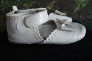 Продам детс.обувь,  раз. от 6 до 12 мес цвет белый,  фирма Baby Gap
