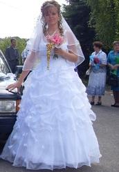 Свадебное платье,  фата,  венок,  диадема.